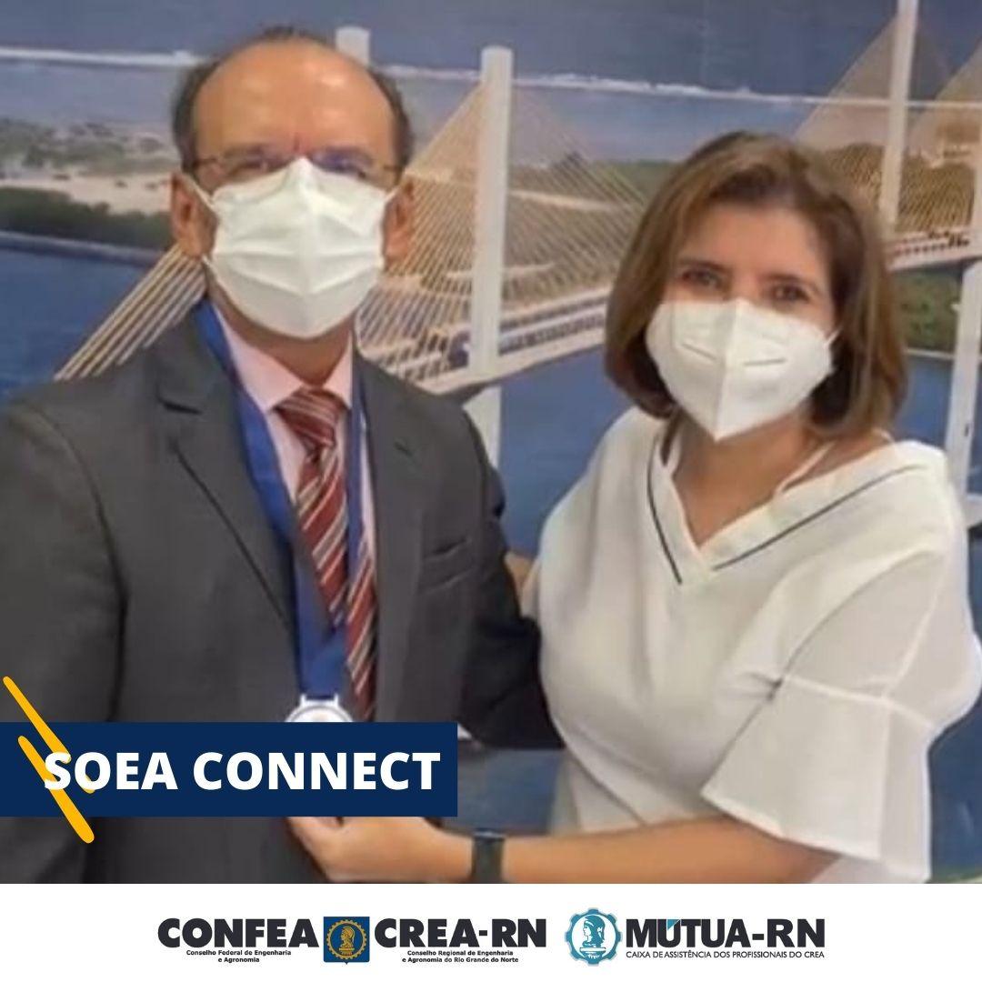 Engenheiro eletricista Belchior de Oliveira Rocha recebe Medalha do Mérito das mãos da presidente Ana Adalgisa na abertura da SOEA CONNECT